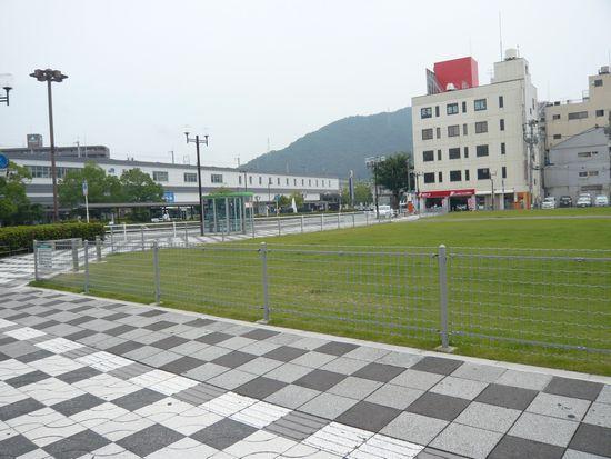 三原駅前広場.jpg