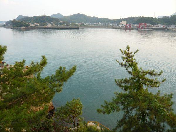 城山の下の海.jpg