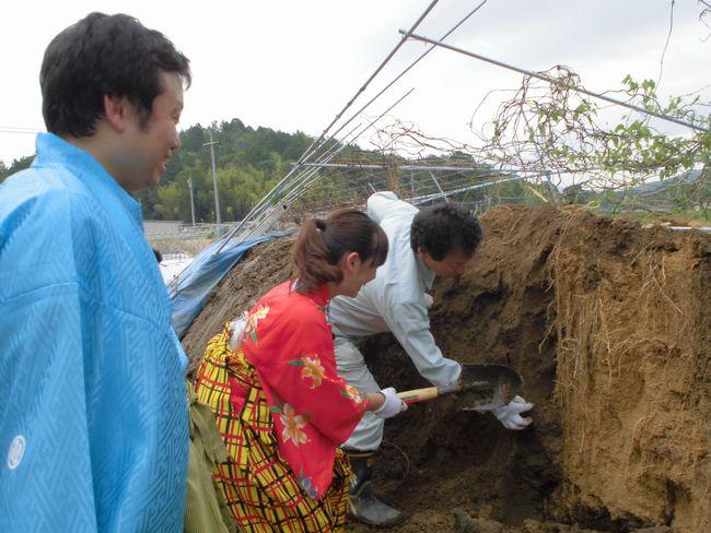泉水自然薯掘りに挑戦.jpg