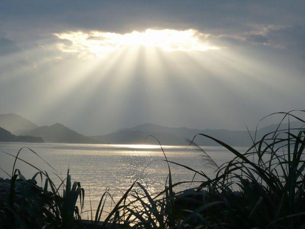 銀色に輝く海.jpg